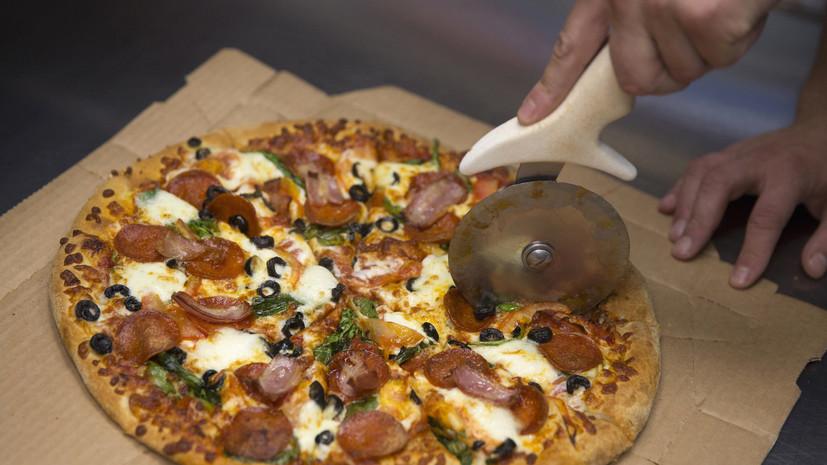Владелец кафе в США дарит пиццу всем, кто откажется от оружия