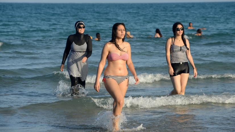 Мэры курортных городов Франции отказались признавать законность буркини