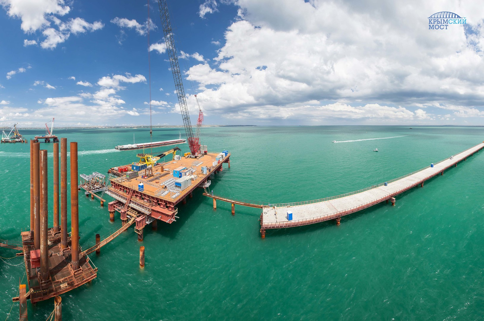 На высоте: в Крыму начали сооружать судоходную часть моста через Керченский пролив