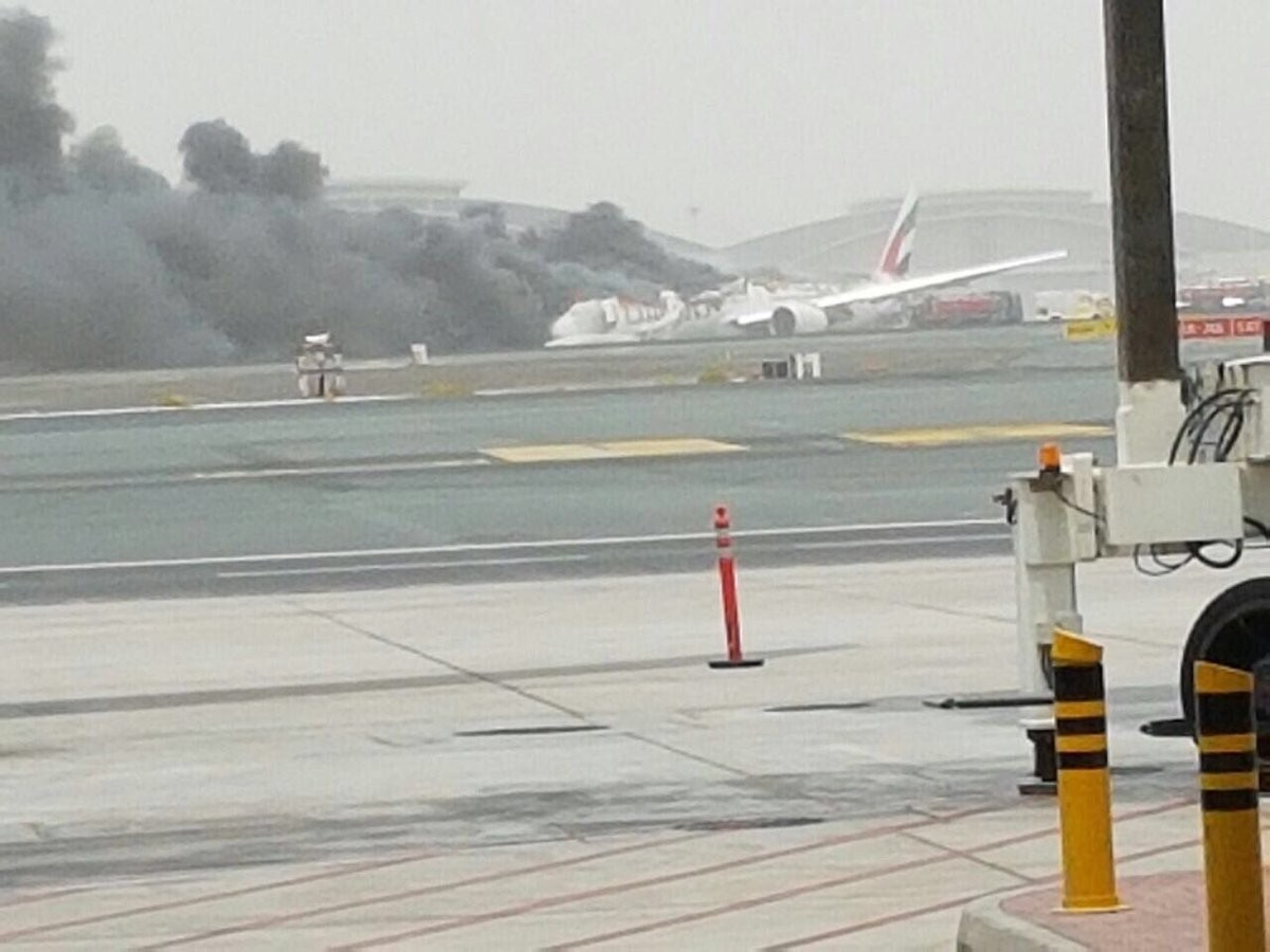 Самолёт взорвался в аэропорту Дубая