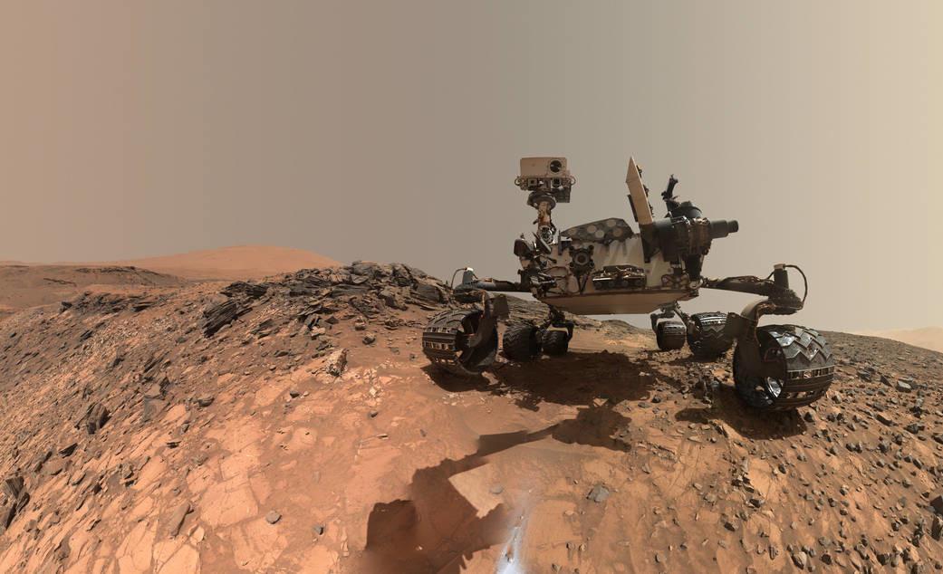 Снимок марсоход Curiosity, полученный с помощью камеры на манипуляторе