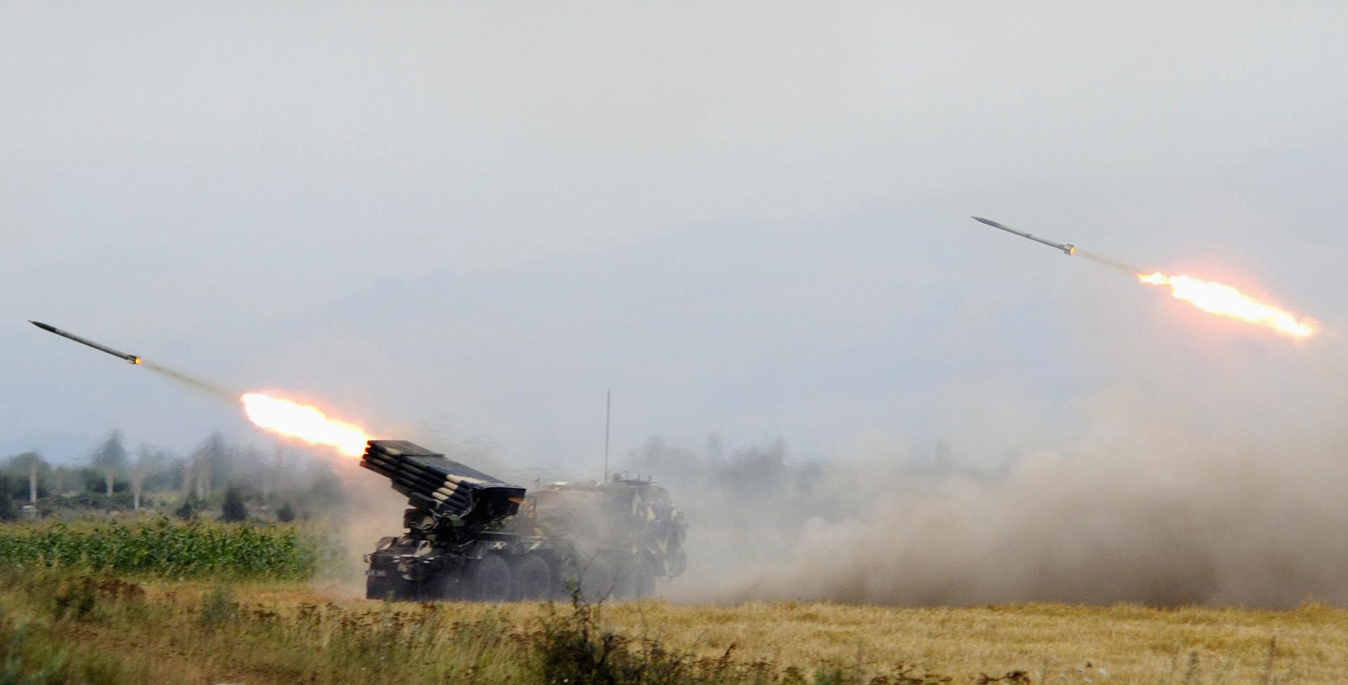Грузинские войска ведут массированный обстрел Южной Осетии