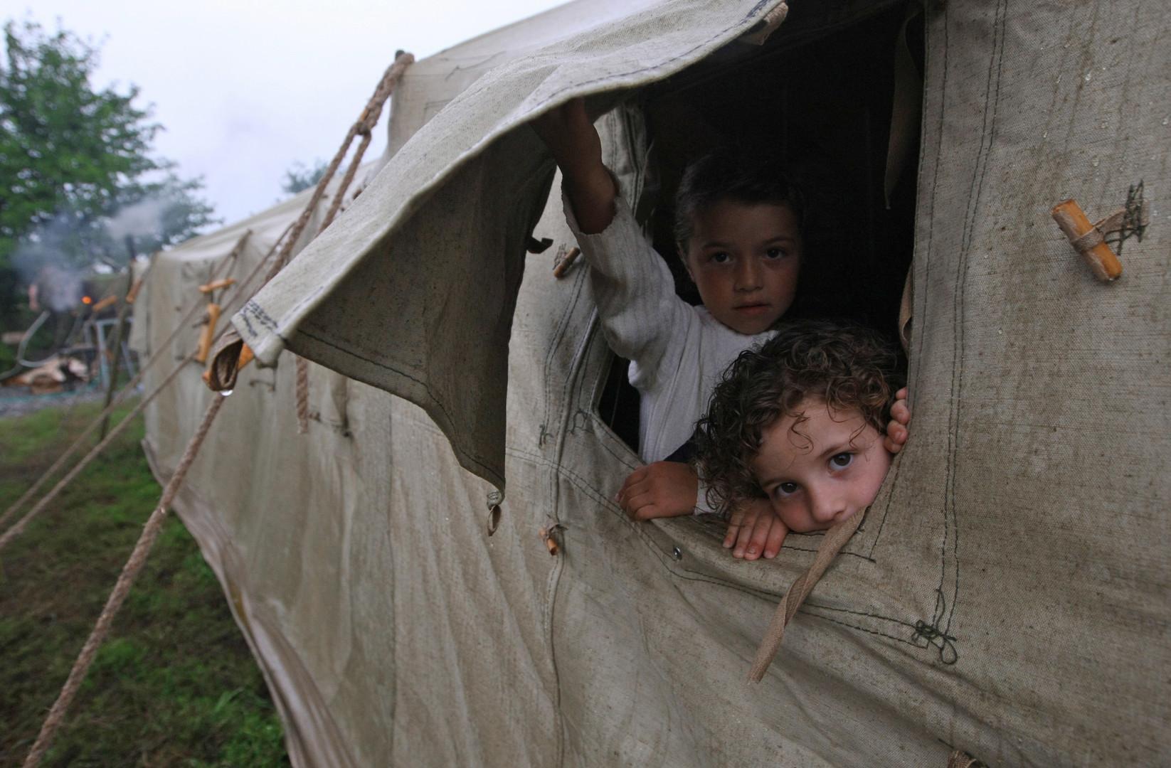 Беженцы из Цхинвала в лагере, расположенном в городе Алагир