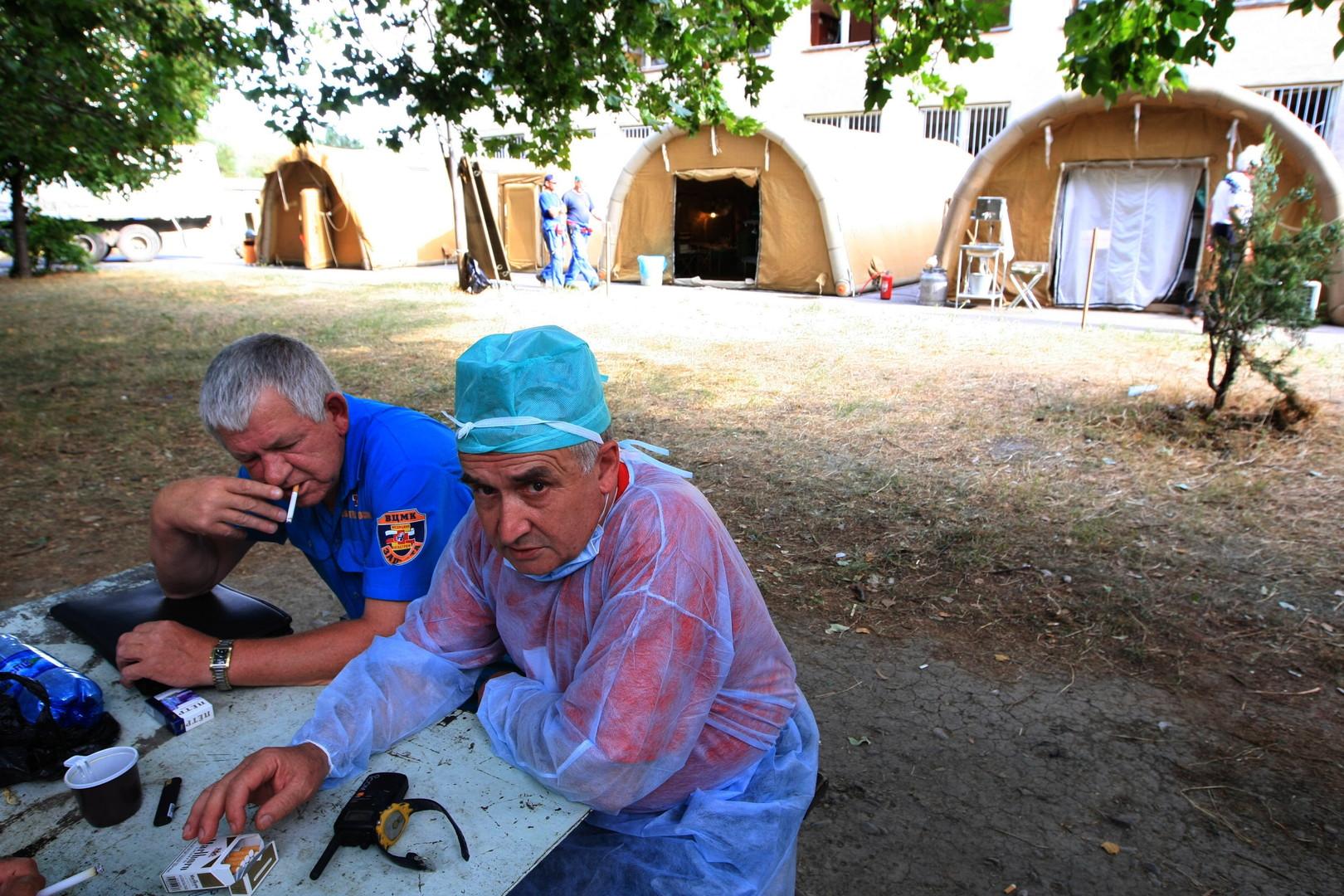 Палатки мобильного военного госпиталя в городе Цхинвал