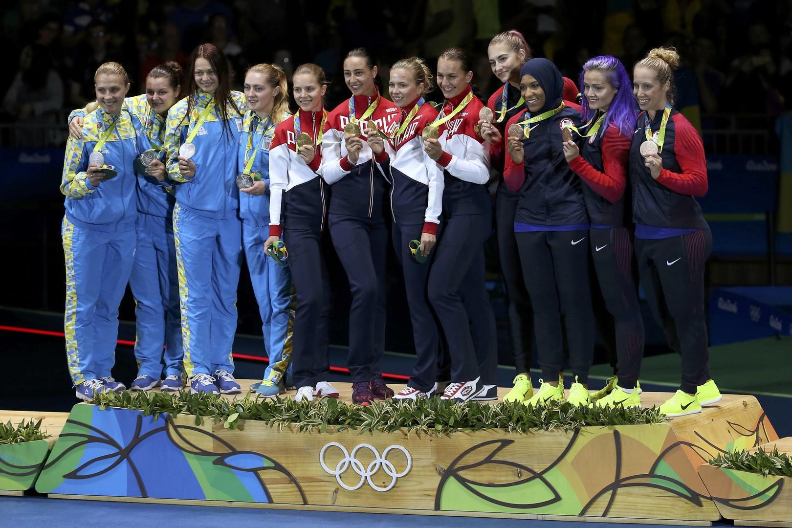 Церемония награждения в командном соревновании на саблях в Рио, где россиянки завоевали золото
