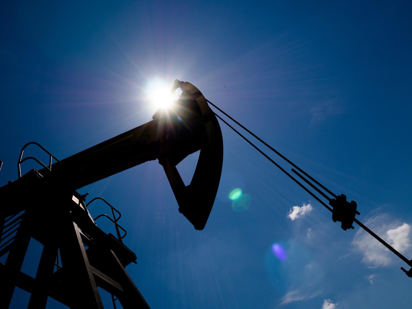 Минэнерго РФ ожидает окончания периода низких цен на нефть в 2017 году