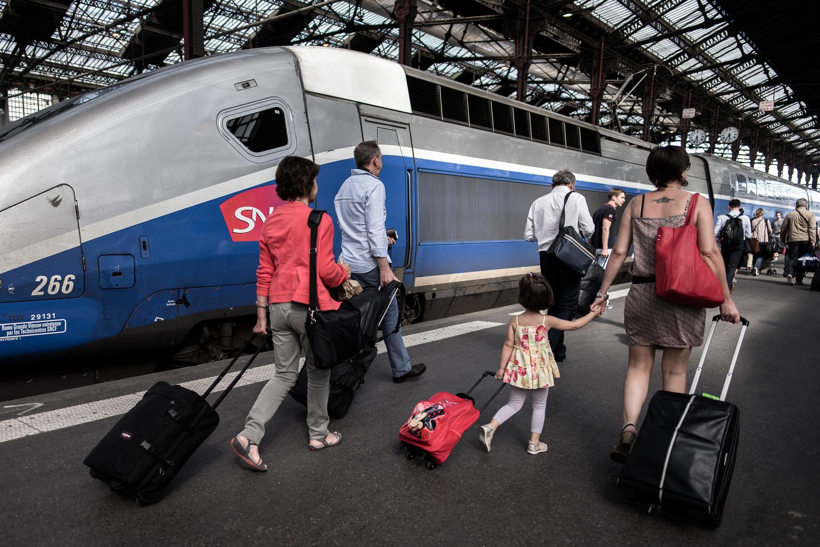 На юге Франции произошло крушение поезда, пострадали около 60 человек
