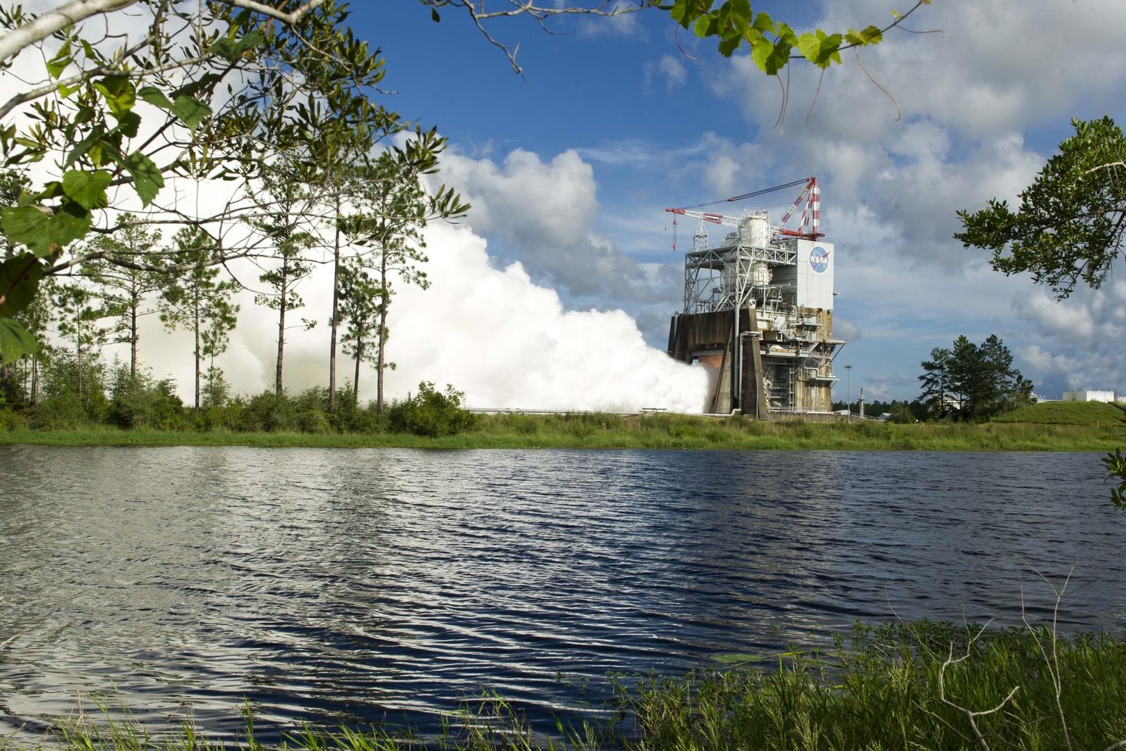 NASA провело очередное огневое испытание мотора для новоиспеченной ракеты