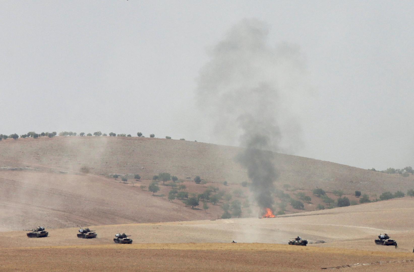 Турецкие танки пересекли границу с Сирией и начали контртеррористическую операцию против группировки «Исламское государство» в городе Джараблус. Фотография из турецкого Каркамыша, расположенного близ сирийской границы