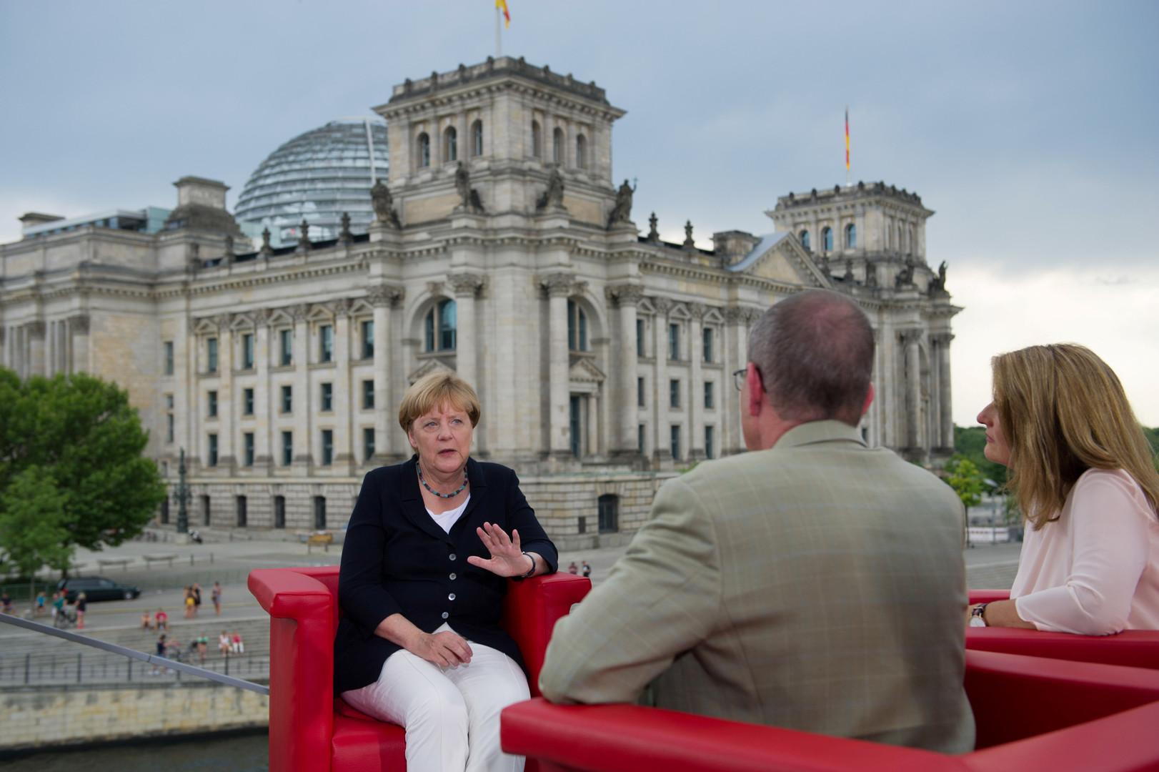 Меркель: Ещё рано снимать санкции с России, но вопрос может оказатьсяна повестке дня