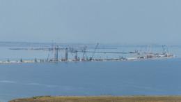 Арка в море: строители начали сборку судоходных пролётов Крымского моста