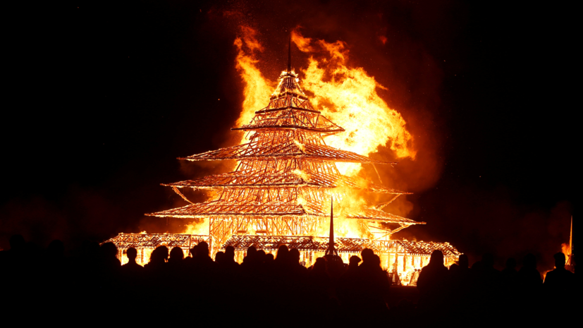 Безумные транспортные средства нафестивале Burning Man 2016