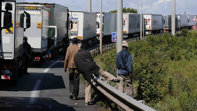 ВКале наденьги британцев соорудят стену отмигрантов