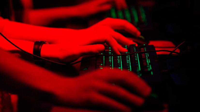 WSJ: Взломавший почту демократов США хакер отрицает связи с Россией
