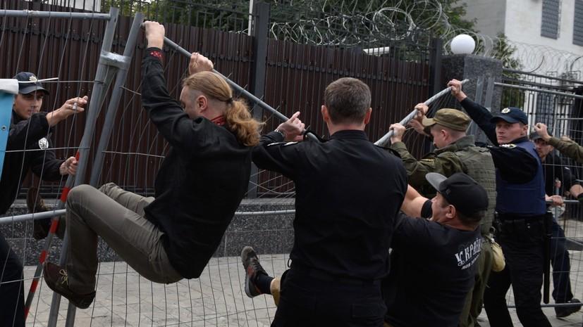 Выборы по-киевски: как украинские радикалы блокировали голосование в посольстве России