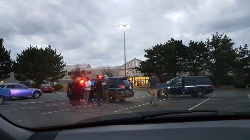 В штате Вашингтон неизвестный открыл стрельбу в торговом центре, есть жертвы
