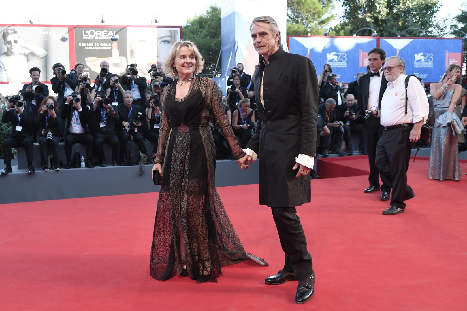 Английский актёр Джереми Айронс и его жена ирландская актриса Шинед Кьюсак