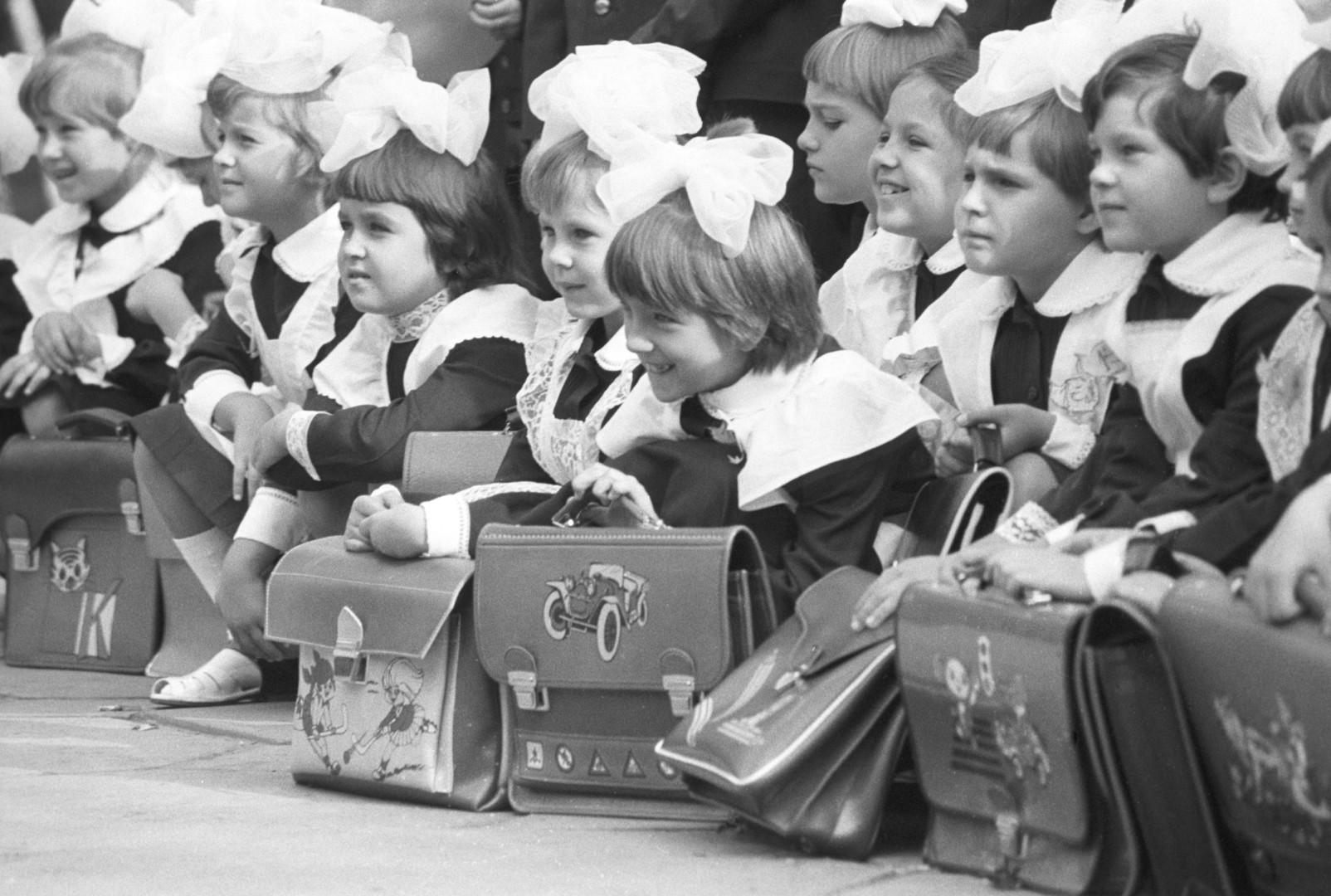 1 сентября 1976—2016: как изменились школьные линейки за 40 лет