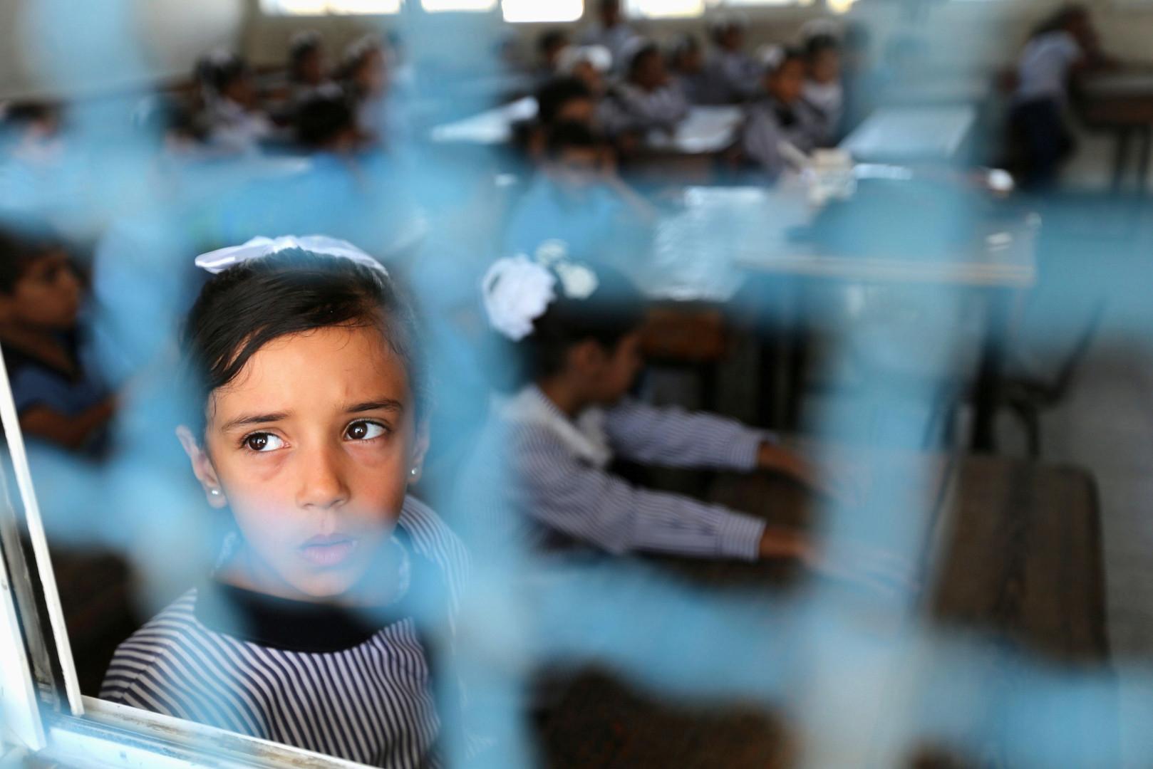 Ученица школы ООН на юге сектора Газа в первый учебный день