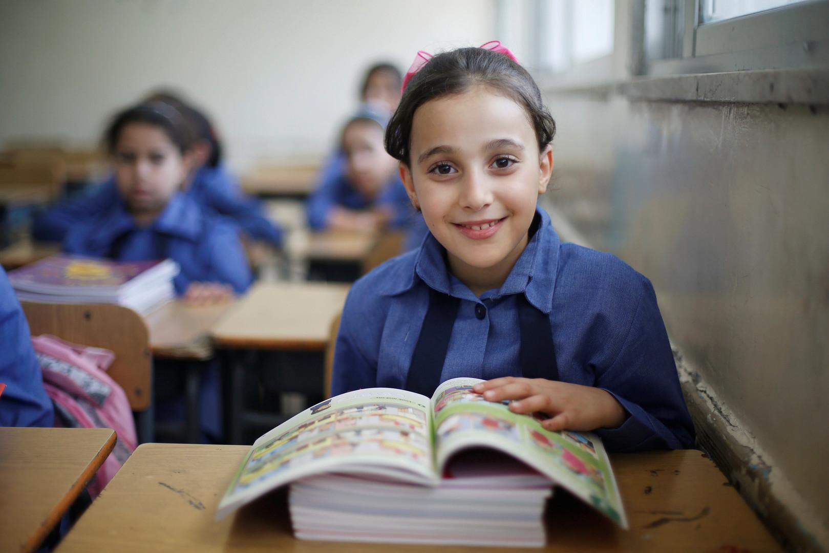 Ученица школы лагеря палестинских беженцев в Аммане 1 сентября
