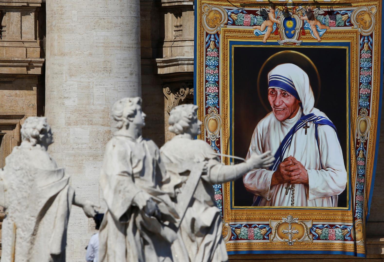 «Если я стану святой, буду то и дело сбегать с небес»: мать Терезу канонизировали