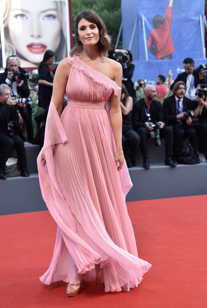 Среди членов жюри была британская актриса Джемма Артертон.