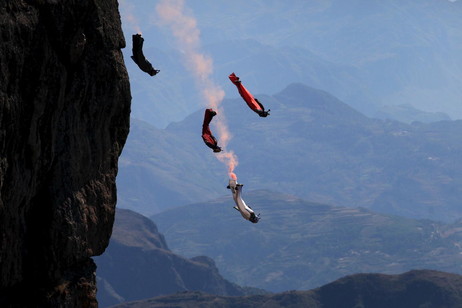 Крылатый десант: в Чечне бойцов спецподразделений обучат прыжкам в вингсьюте