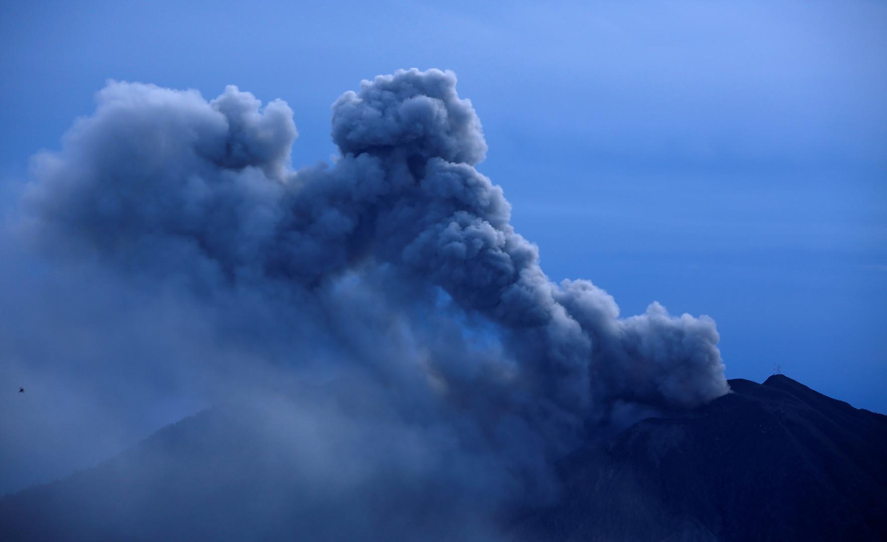 Вид на вулкан с горы Сан-Жерардо в соседнем Сальвадоре.