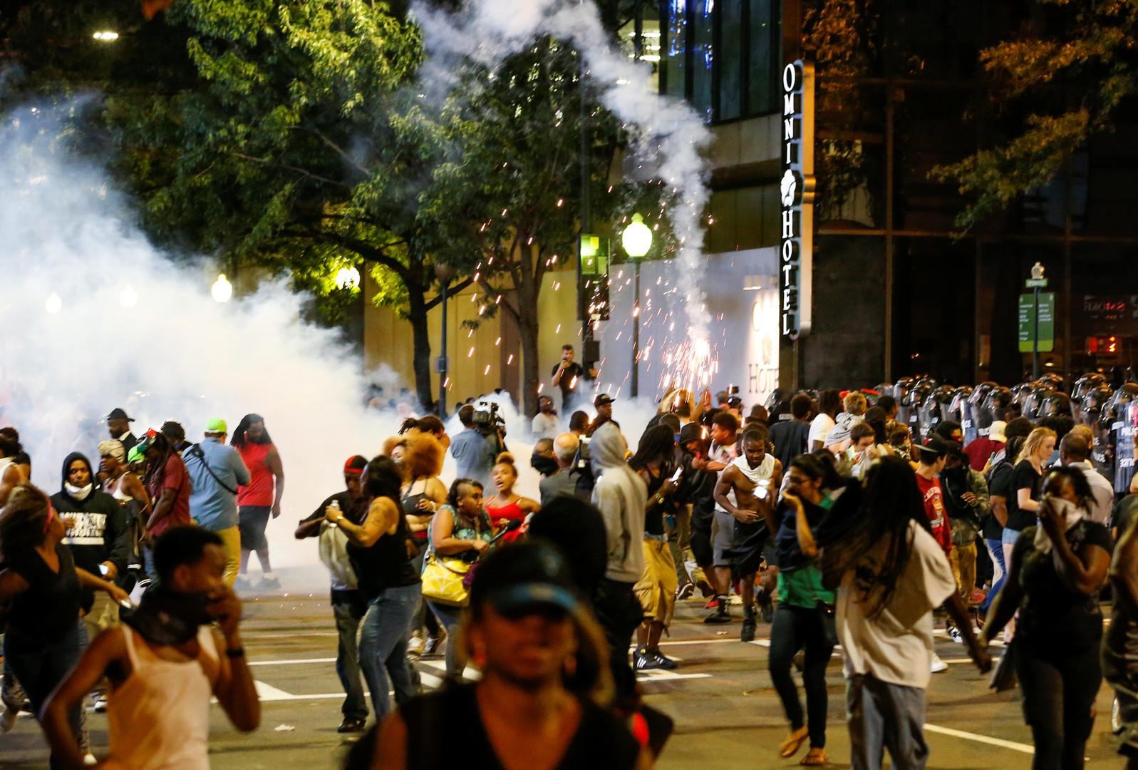 В американском Шарлотте введён режим ЧП из-за беспорядков