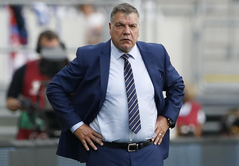 Удаление за разговоры: тренер сборной Англии попал в коррупционный скандал