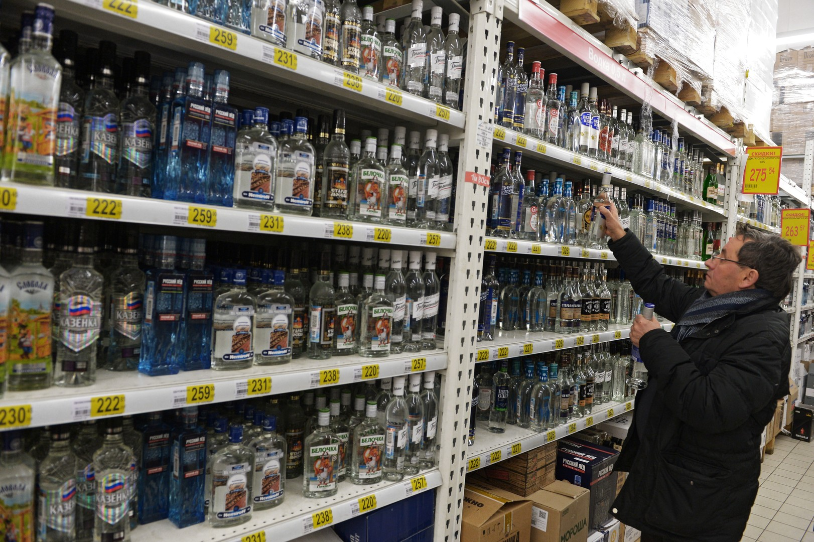 Минпромторг предлагает снизить цену на водку до 100 рублей за бутылку
