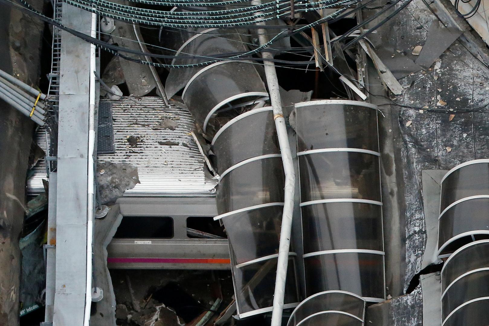 Один из вагонов поезда, врезавшегося в станцию в американском городе Хобокен, штат Нью-Джерси.