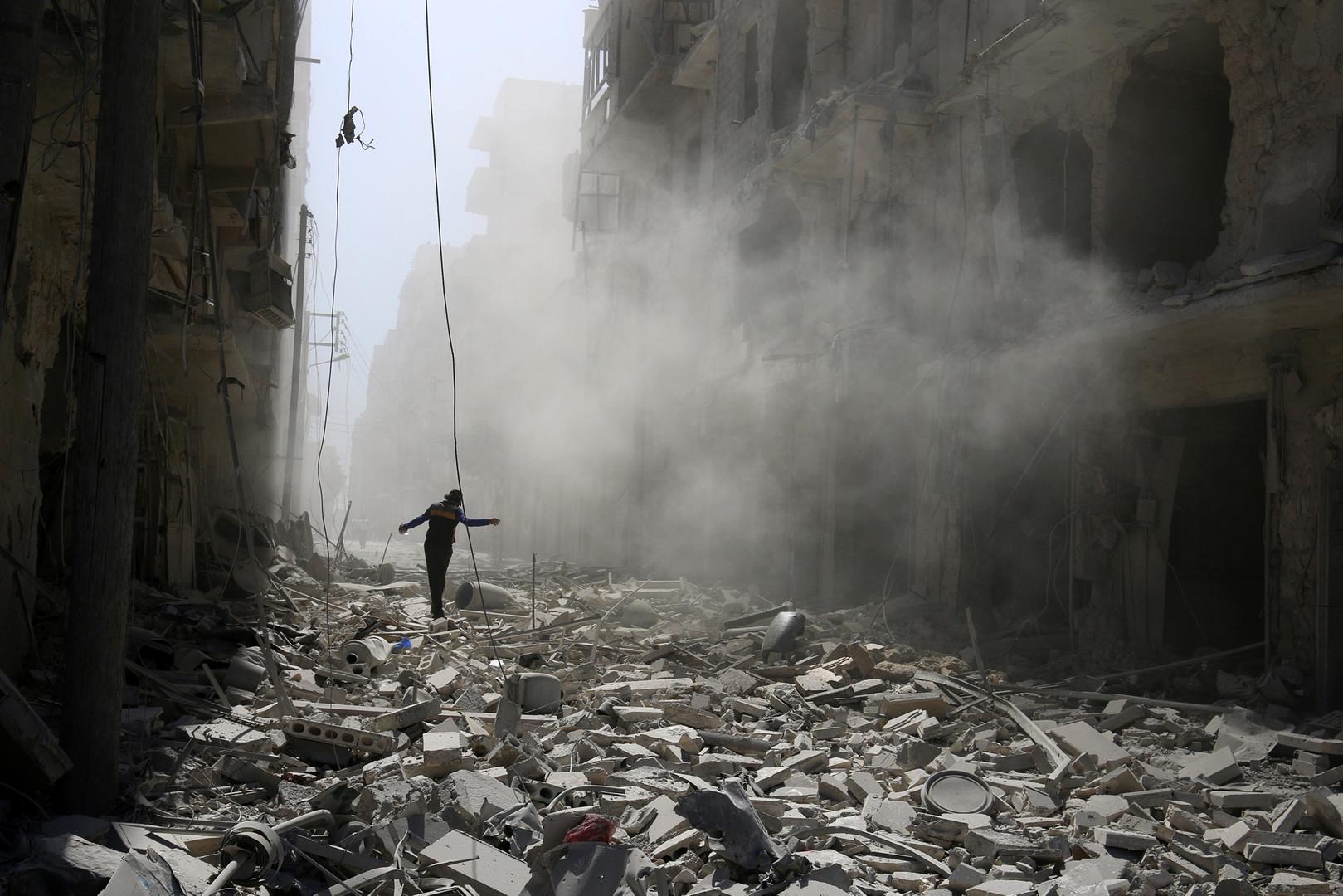 Руины в районе аль-Катерджи сирийского города Алеппо.