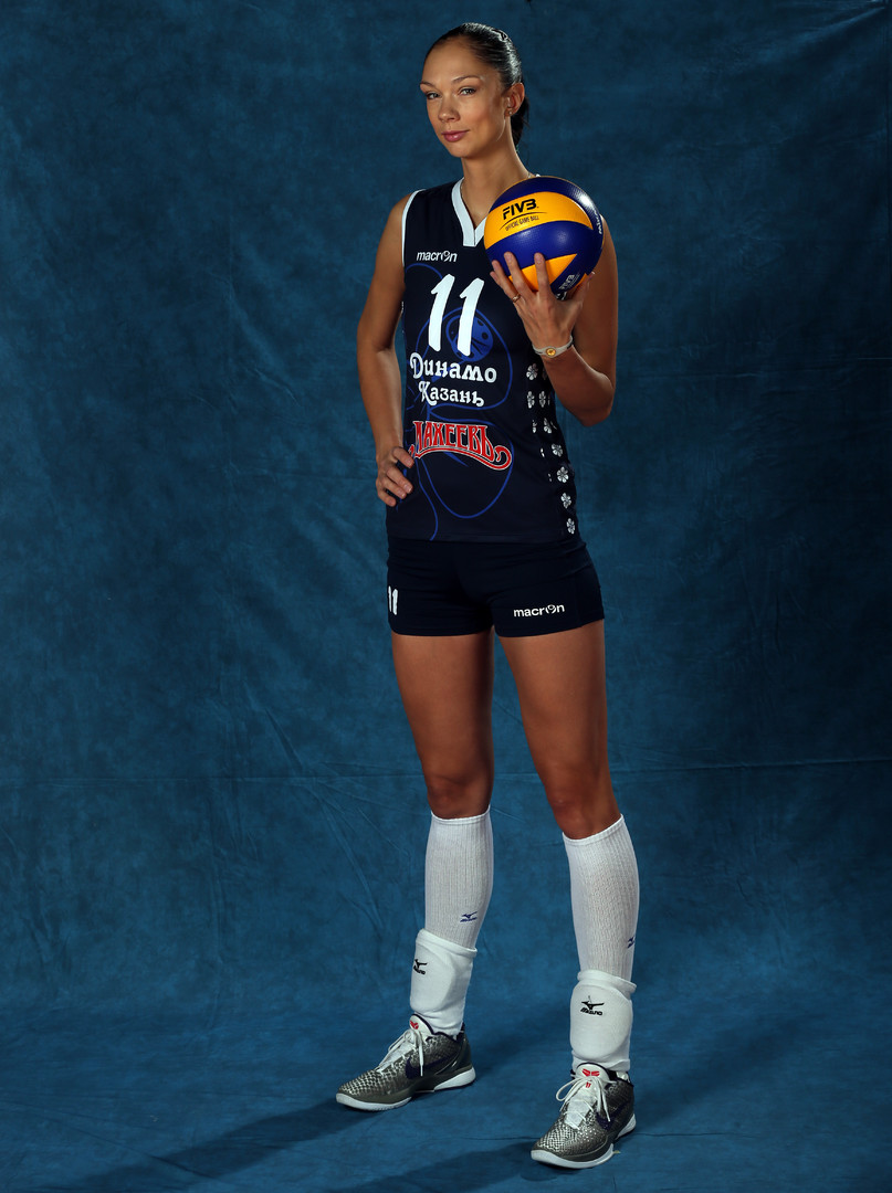 Игрок волейбольного клуба «Динамо-Казань»  Екатерина Гамова во время фотосессии.