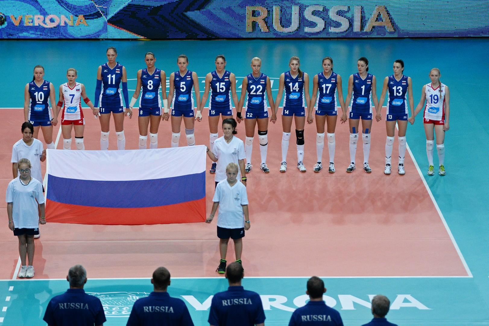 Игроки сборной России перед матчем чемпионата мира по волейболу между командами России и Мексики в городе Вероне.