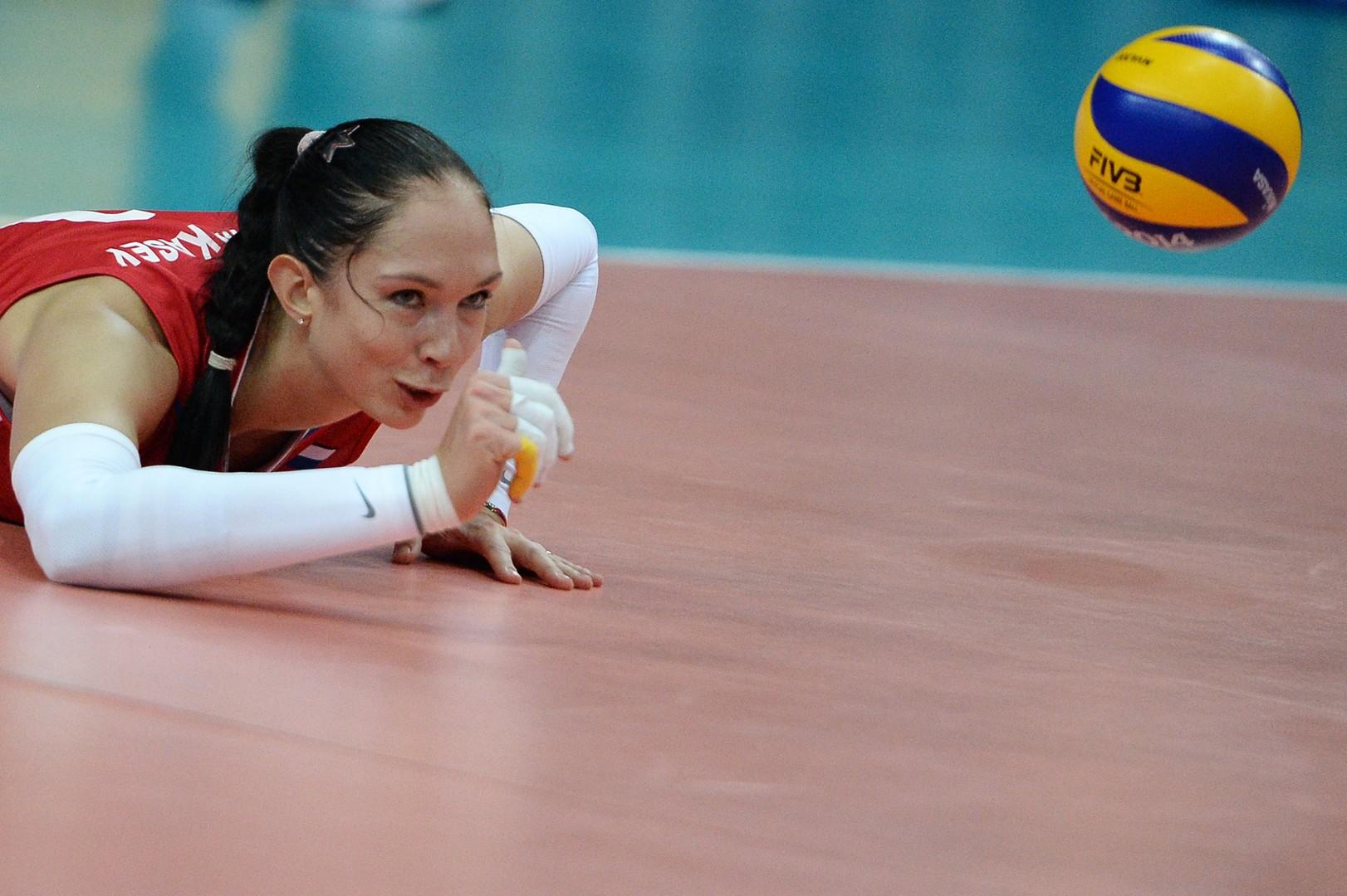 Игрок сборной России Екатерина Гамова-Мукасей в матче чемпионата мира по волейболу между командами Бразилии и России в Вероне.