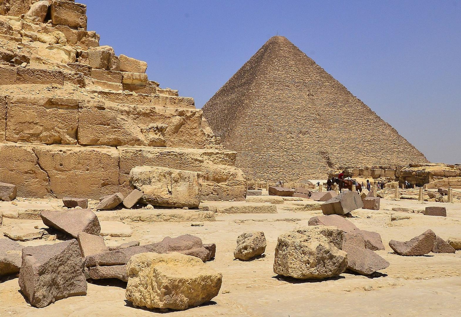 Гиза. Вид на Великую пирамиду царя Хуфу (Хеопса).