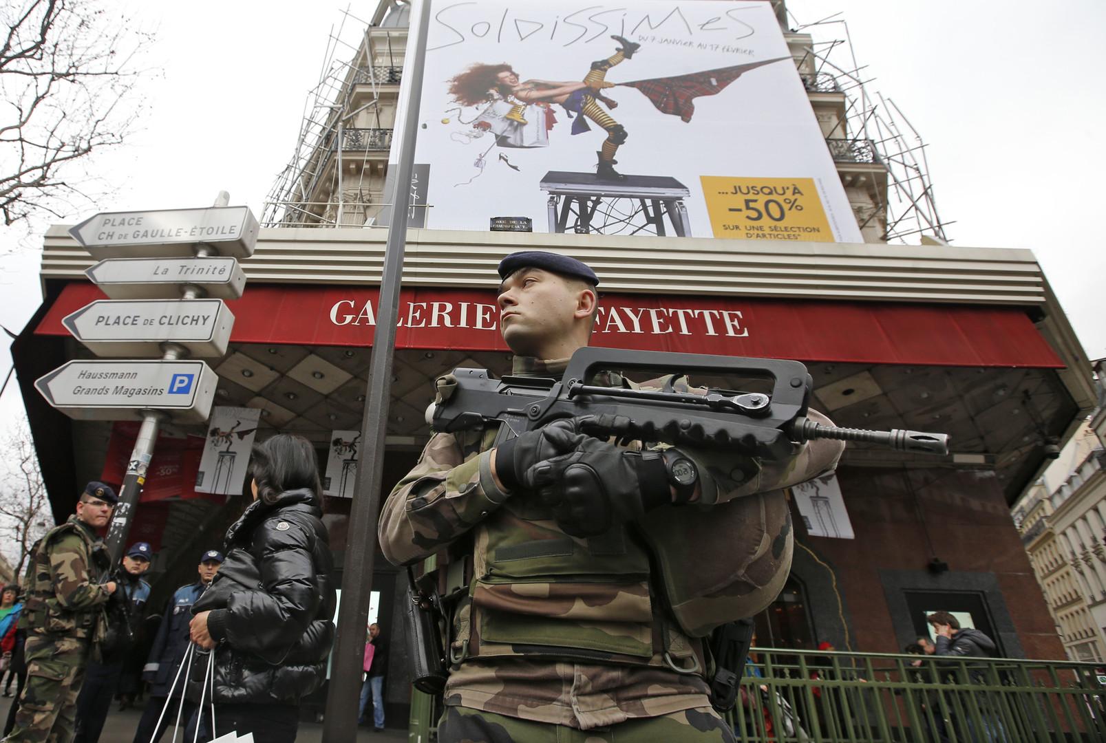 Источник: исполнители парижских терактов проникли в ЕС под видом беженцев