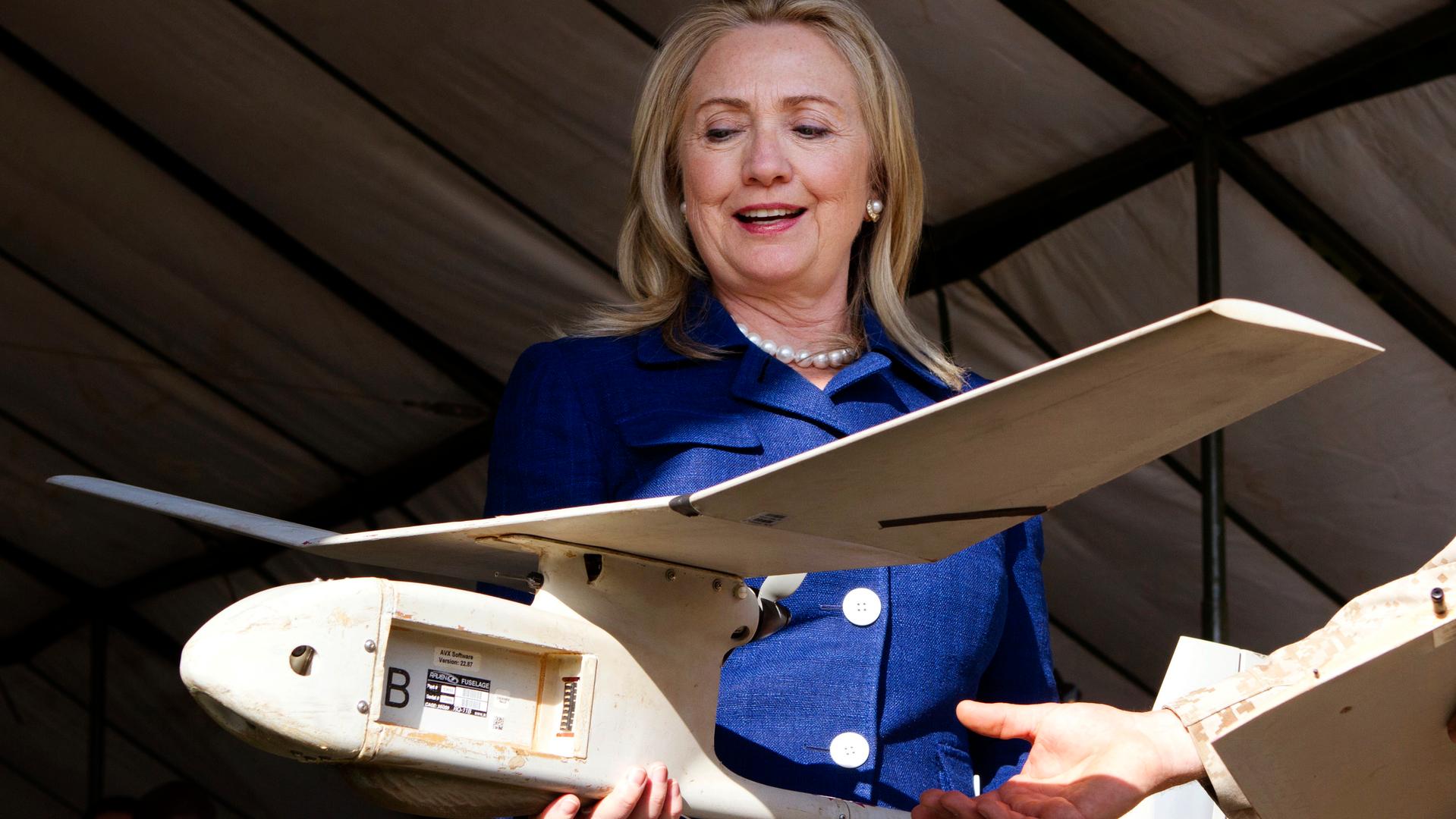 Не выходи из комнаты: стоит ли Ассанжу бояться «дронов Клинтон»