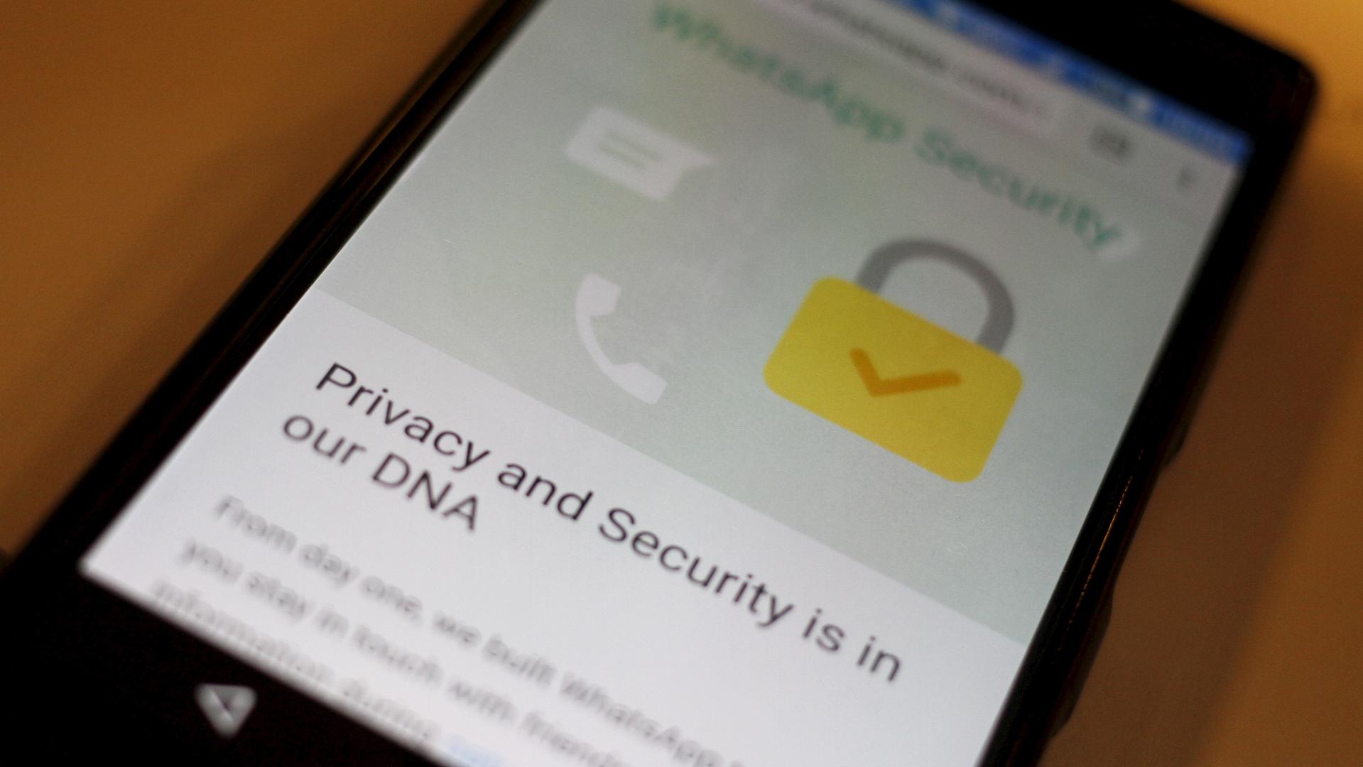 В Минкомсвязи опровергли необходимость дешифровки WhatsApp для исполнения «закона Яровой»