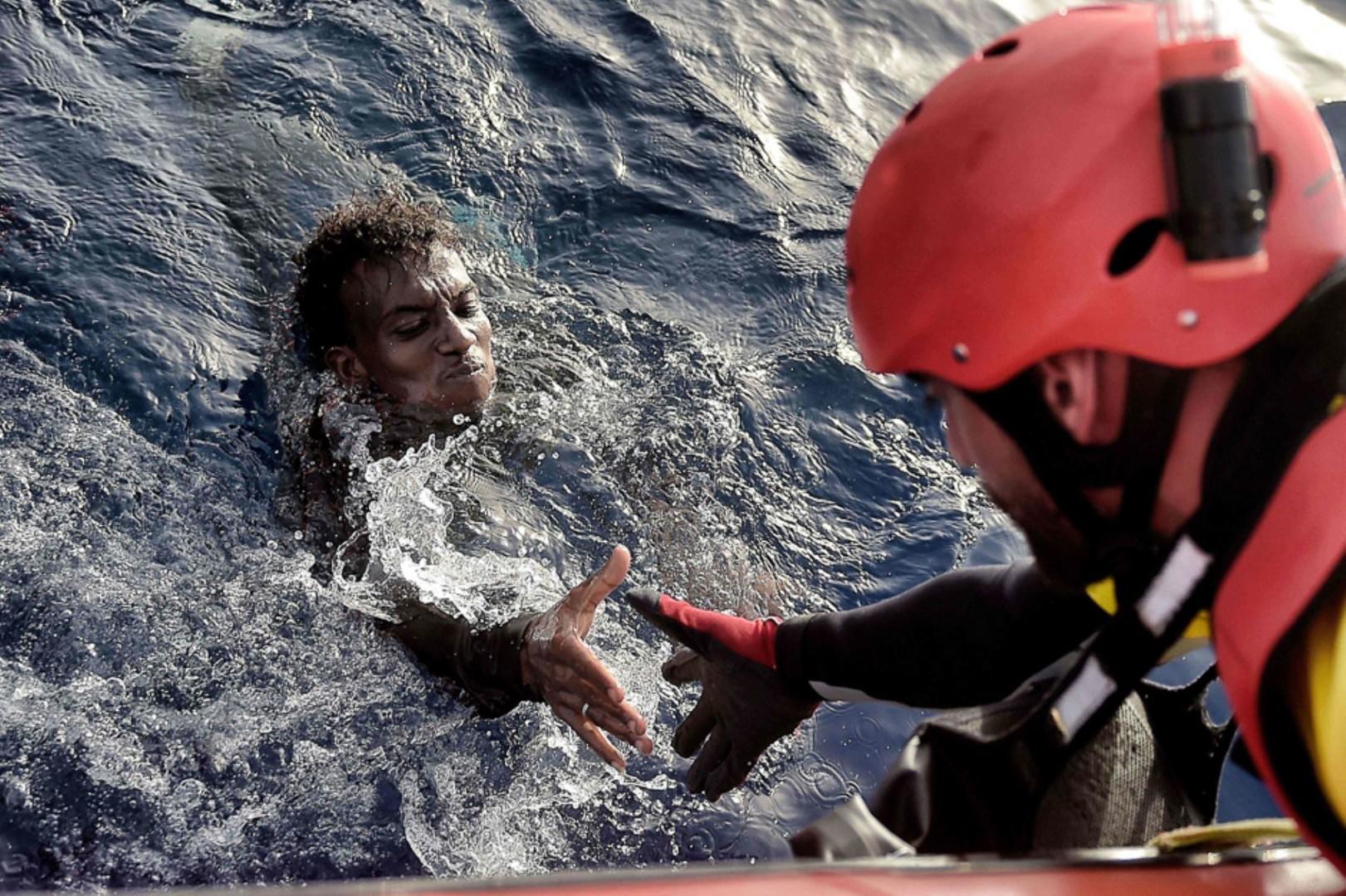 Спасение беженцев у побережья Ливии.