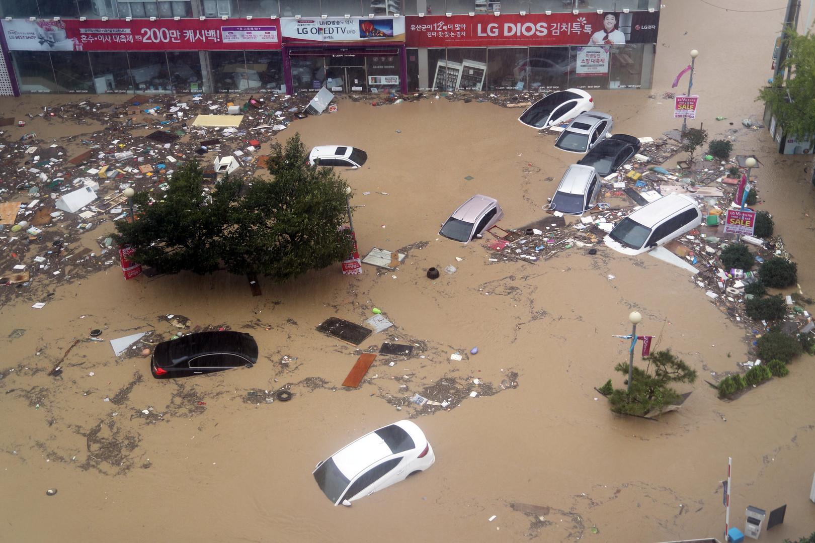 """Последствия тайфуна """"Чаба"""" в Улсане, Южная Корея."""