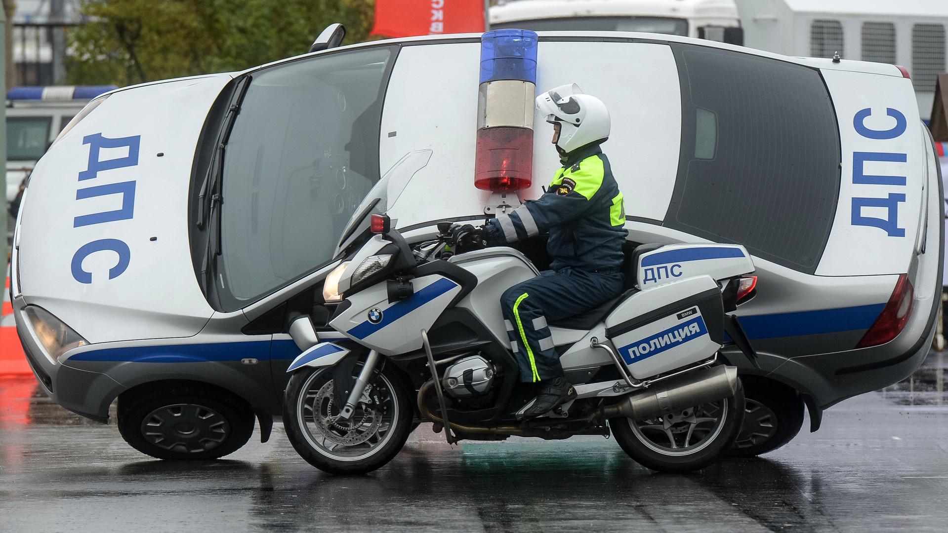 Участники ежегодного спортивного праздника московской полиции.