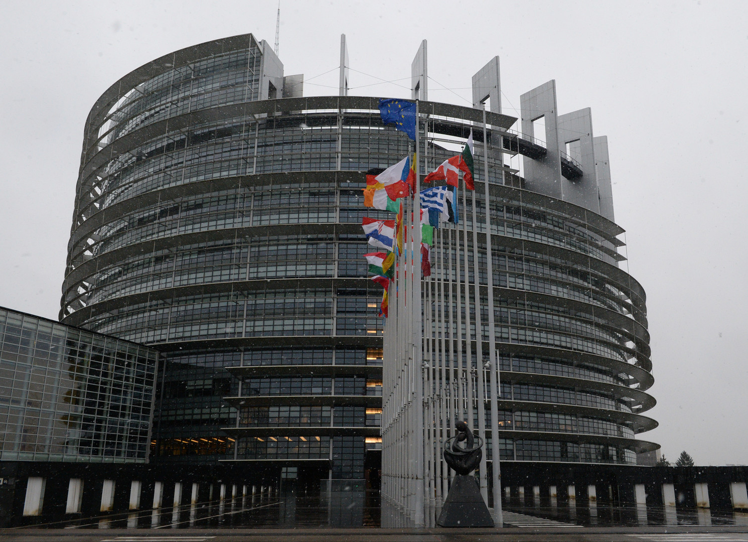 В ЕС проведут политзанятия: Европарламент вновь озабочен борьбой с RT