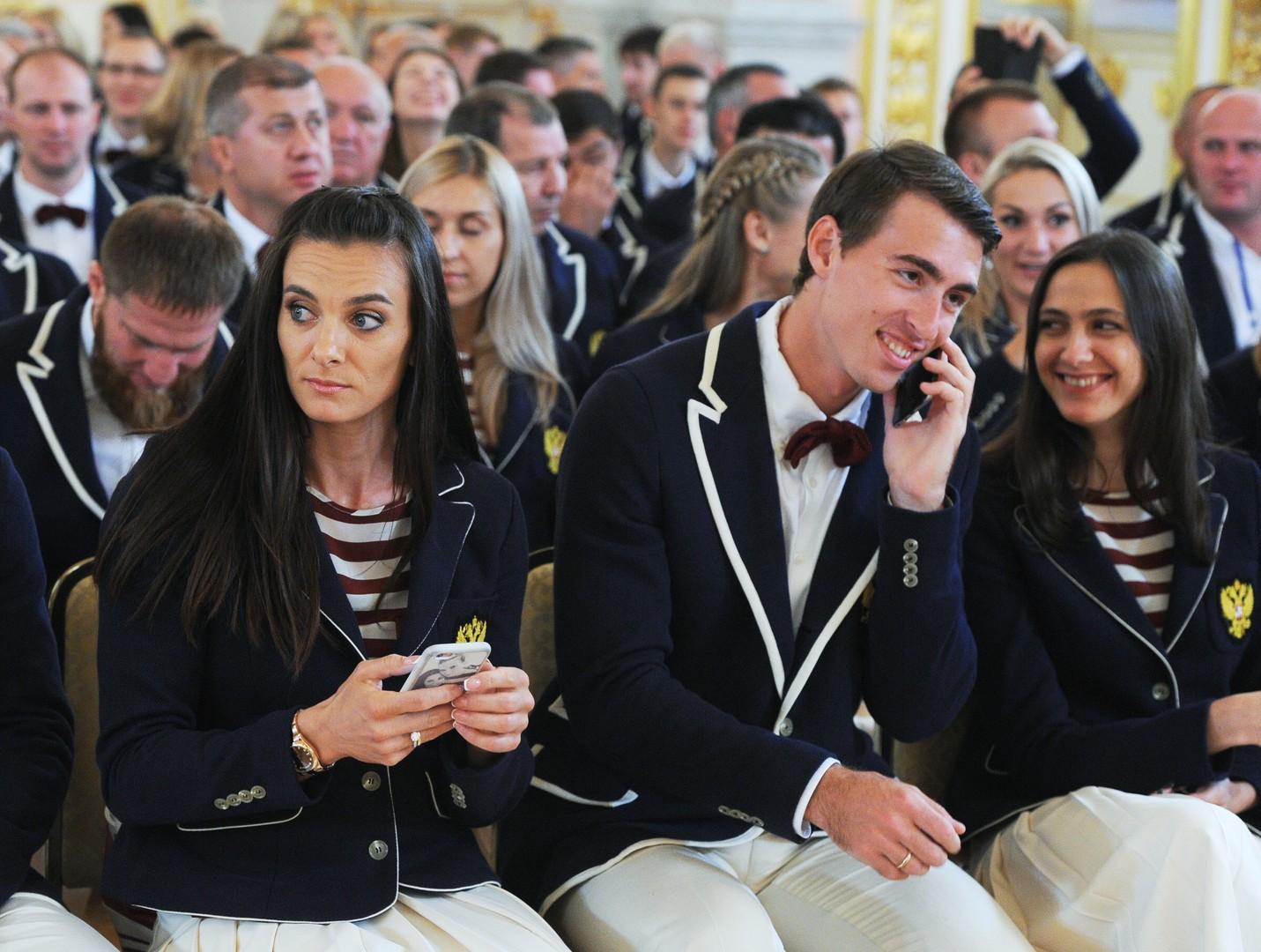 Премия на уровне золота: Исинбаевой и Шубенкову компенсируют пропуск Олимпиады