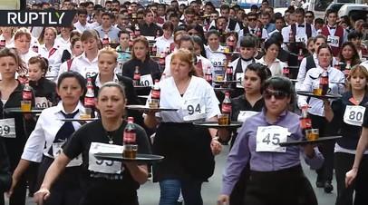 В погоне за чаевыми: в Аргентине прошла гонка официантов