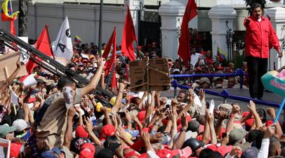 Решили за президента: парламент Венесуэлы проголосовал за отставку Мадуро