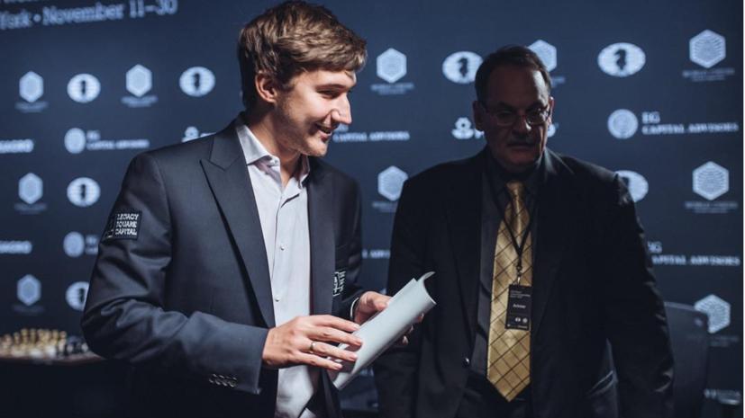Победа чёрными: Карякин обыграл Карлсена в матче за шахматную корону