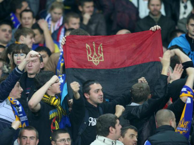 «Это убивает имидж Украины в Европе»: поляков оскорбил флаг «Правого сектора»