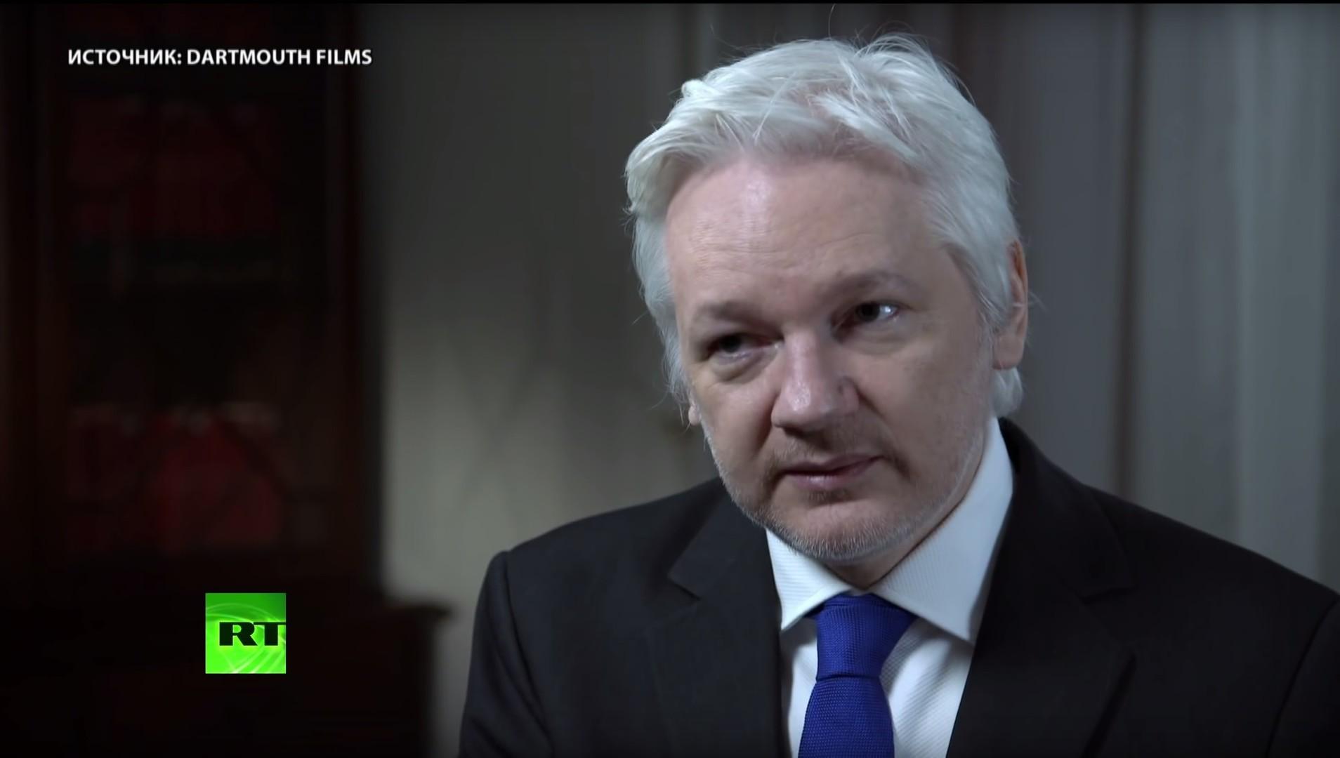 Оставайтесь на линии: интервью с отключённым от сети Ассанжем набрало миллионы просмотров